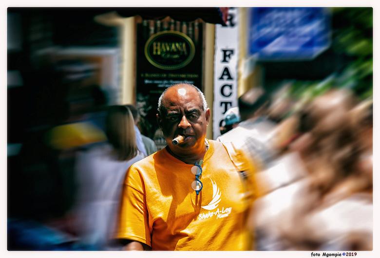 Have a cigar - Have a cigar..... Little Havanna, Miami. Het maken van een sigaar is een kunst op zich, het roken ook.......en je gezondheid neem je da