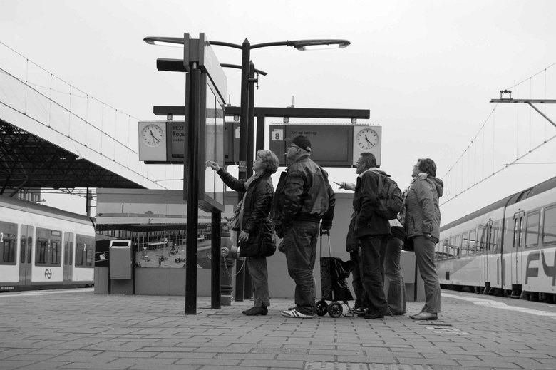 waarheen, hoe laat, welk spoor - Hoe laat en op welk spoor vertrekt de trein.
