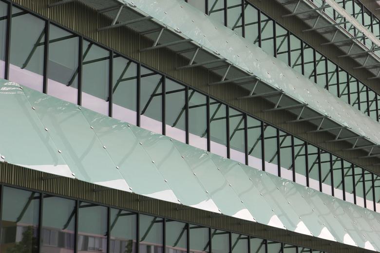 Geen last van de zon. - Op het Science Park in Amsterdam staat sinds 2018 het nieuwe onderzoeksgebouw van ARCNL. <br /> Ze zijn er blij dat ze geen v