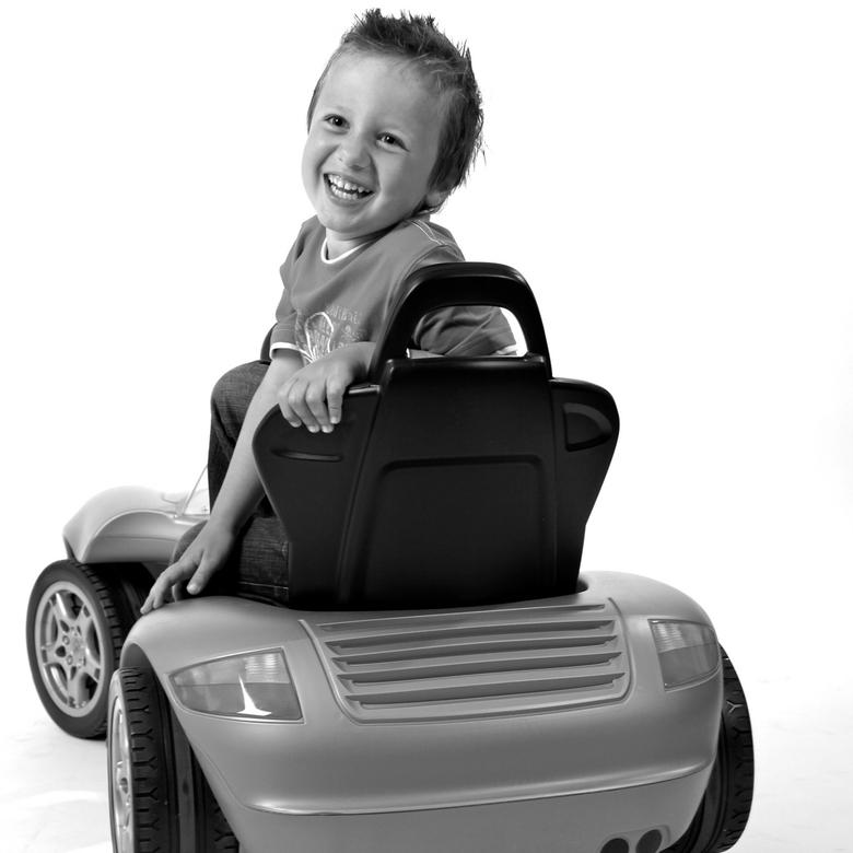 Julius - Zoals volwassenen blij kunnen worden van een Porsche, is Julius dat met zijn skelter!
