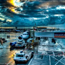 Een bewolkte dag op Schiphol