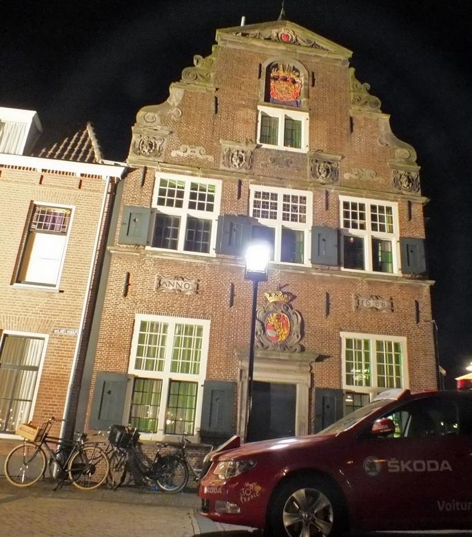 Tour du Jour Naaldwijk 1 - Het TV programma Tour du Jour  is neergestreken in het pittoreske centrum van Naaldwijk. Op het plein is een grote tent nee