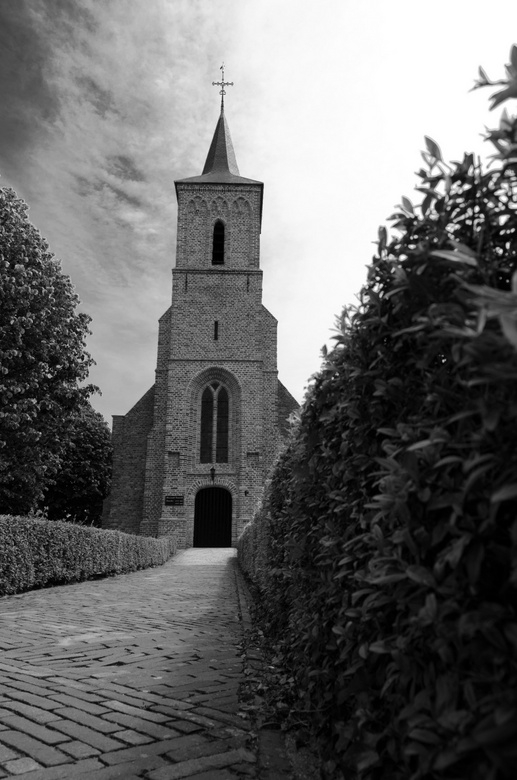Kerkje in Serooskerke - Daar kwam me toch een weer op zetten...