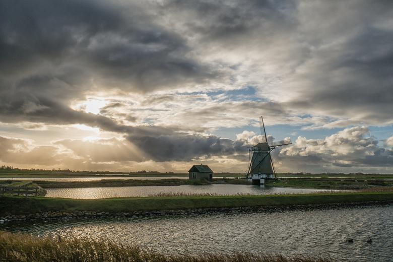 De molen van het Noorden - Bedankt voor jullie commentaren en punten voor mijn vorige upload.<br /> <br /> Nu de eerste foto&#039;s gemaakt met mijn