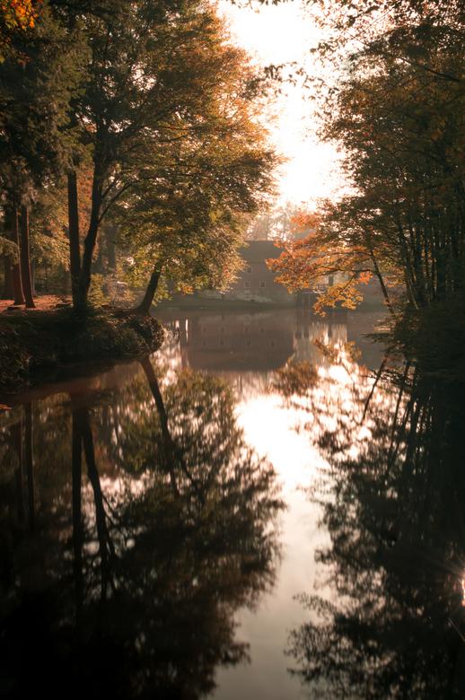 Herfst - Een long exposure van een herfstlandschap.<br /> <br /> Ik gebruik expres goedkope filters omdat ik vind dat het een mooie waas geeft. Ooka