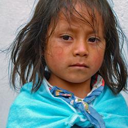 Portret van een meisje in Otavalo, Equador