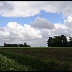 Wolkenlucht boven Groningslandschap