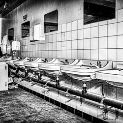 Urbex verlaten fabriek 1