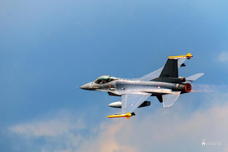 Luchtmachtdagen Volkel 2019 - Eeen nederlandse F-16 tijdens de luchtmachtdagen in Volkel.