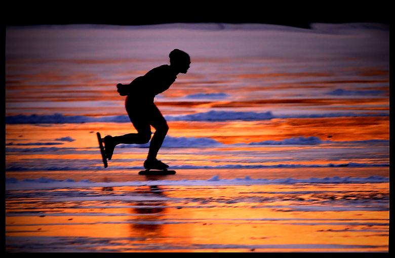 == sunset on ice == - wat was het koud  op<br /> het ijs met die n/o wind, maar wat een<br /> schitterende zonsondergang.<br /> <br /> exif :<br /