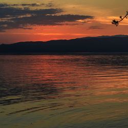 Meer van Ohrid bij zonsondergang