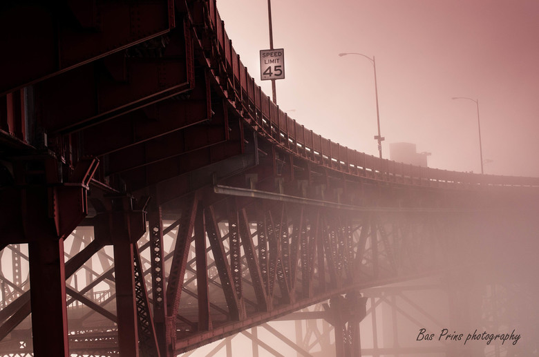 The golden gate bridge @ the city of fog (San Francisco)
