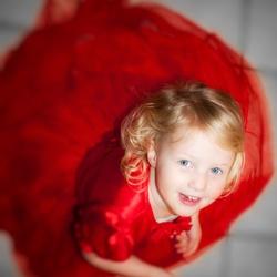 Zittend in haar Kerst (verkleed) jurk