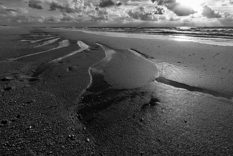 patterns on the beach - De natuur op de scheiding van land en water is altijd fascinerend, nooit het zelfde door het licht en het getij.
