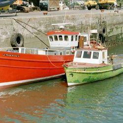2 vissers bootjes in Cork Ierland