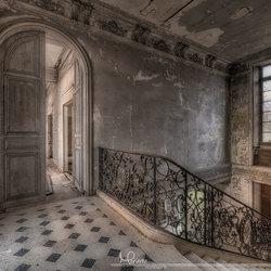 Hal in een verlaten kasteel