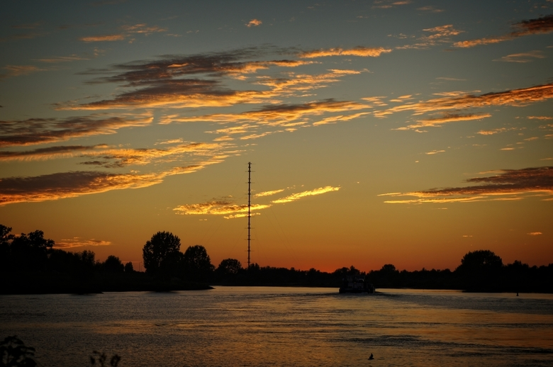 NA zonsondergang - Lucht boven de Lek na zonsondergang