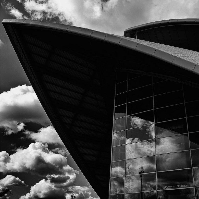 dreigend - Op een bewolkte dag in Glasgow liep ik langs de clyde en zag het auditorium