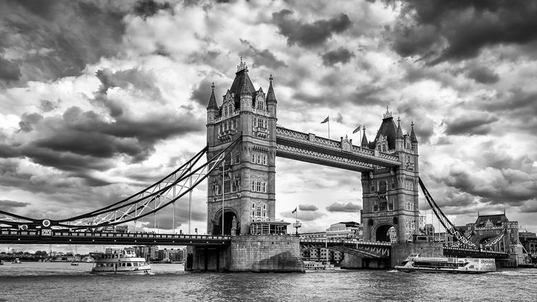 Tower Bridge in HDR - De Tower Bridge in HDR.<br /> vorig jaar genomen tijdens een citytrip naar londen.