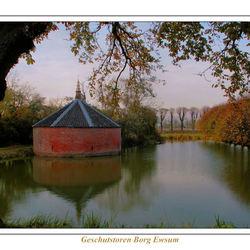 Ewsum, Donjon in de herfst