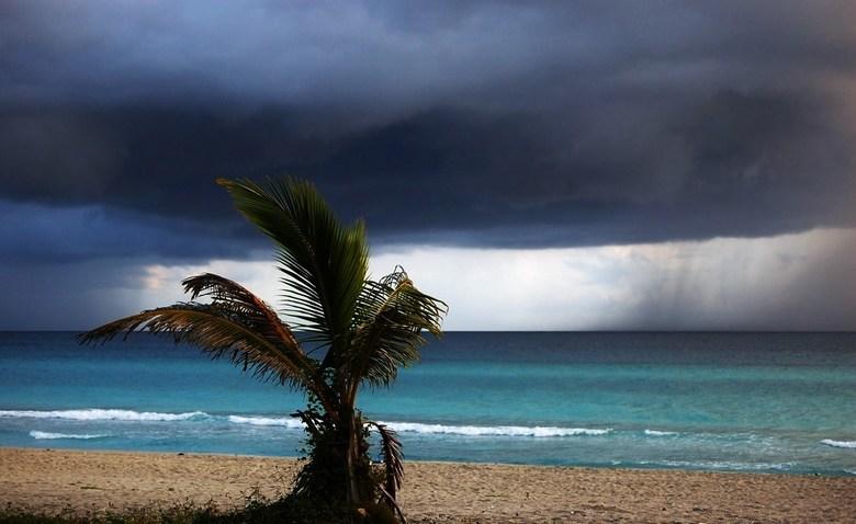 Tropische regenbui in aantocht - Gemaakt op Cuba