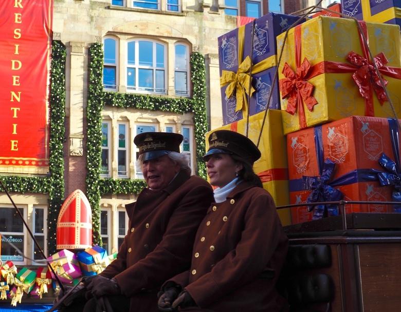 Online aankopen - .......Sinterklaas gaat met zijn tijd mee.<br /> Niet meer de hele boot vol laden met geschenken, maar in zijn hoofdkantoor achter