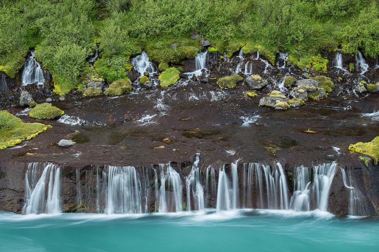 Lava Falls - Cascades stromen door lavasteen in Ijsland.