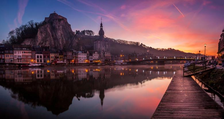 Morgenstond Dinant - Ochtend in Dinant, gelukkig in december dus deze zonsondergang was vrij laat (08:00). Zon was nog net achter de heuvels maar raak