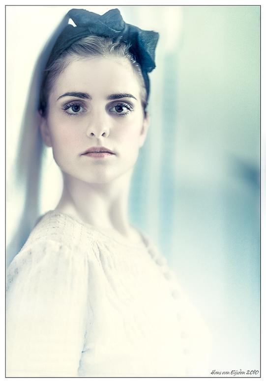 Rosa da Silva - Hier een foto van de Portugese Rosa da Silva. Ik heb me eens lekker uitgeleefd in de postprocessing en er een serene, steriele, vreemd