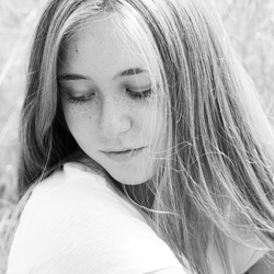 Model Iris zwart wit