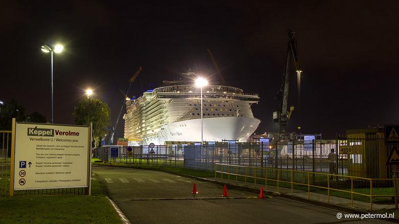 De grootste ! Oasis of the Seas - Ik zal een kleine serie plaatsen over dit grote cruiseschip. Helaas kon je er slecht bij ,veel bewaking aanwezig.<br