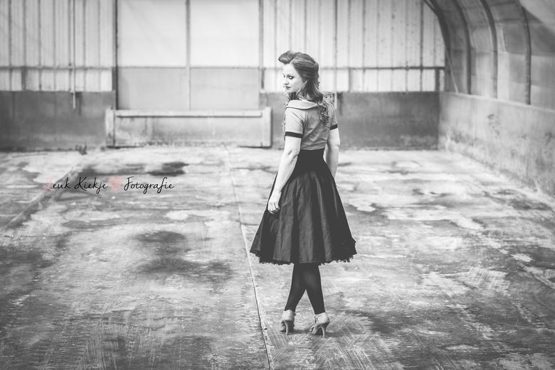 Retro girl - Zwart wit portret van een shoot in retro style.