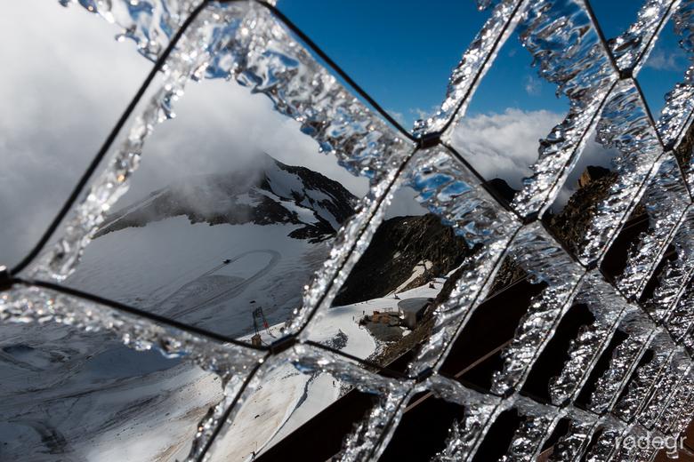 """Stubaier Gletscher.jpg - Er is een warme """"fohn"""" in de bergen. Op de  Stubaier Gletscher is er niet veel van te merken"""