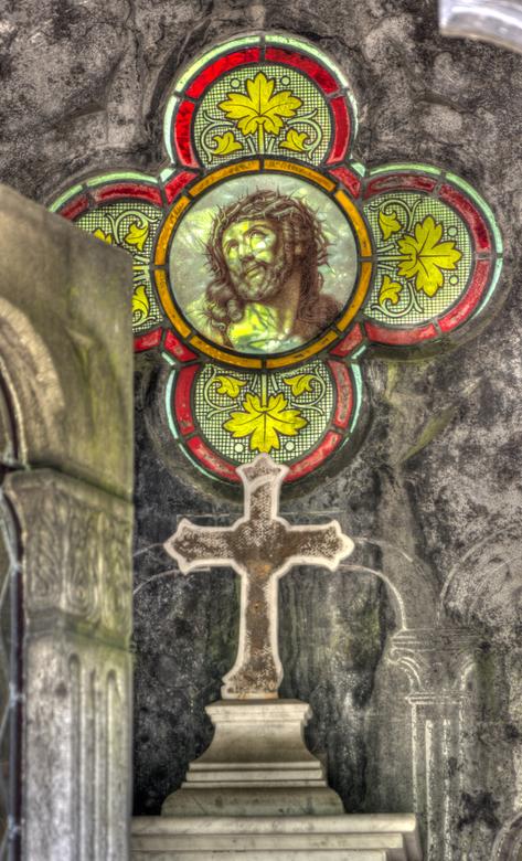 Glimlach - Glaskunst op begraafplaats