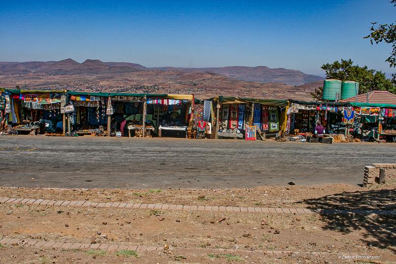 Kleurrijk . - Zuid Afrika , de andere kant van de Drie rondavels .<br /> Drie Rondavels op Mpumalanga&#039;s Panoramaroute geven een spectaculair uit