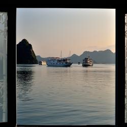 Een doorkijkje op de baai.