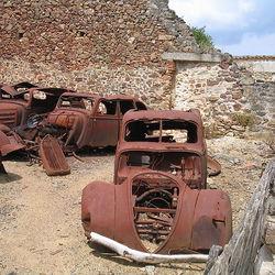 800px-Oradour-sur-Glane-Cars-1263