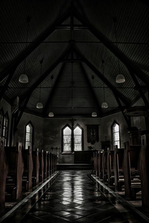 "old church a little light 2 - nr 2 van de kerk.....en de laatste <img  src=""/images/smileys/smile.png""/><br /> <br /> grtz Erik"
