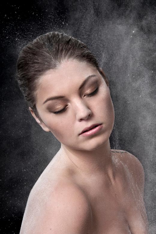 Crumble into dust - crumble into dust<br /> Model: Danique van Grevenbroek<br /> MUAH: Mory Biswane<br /> Photo: Abigail van Kooten