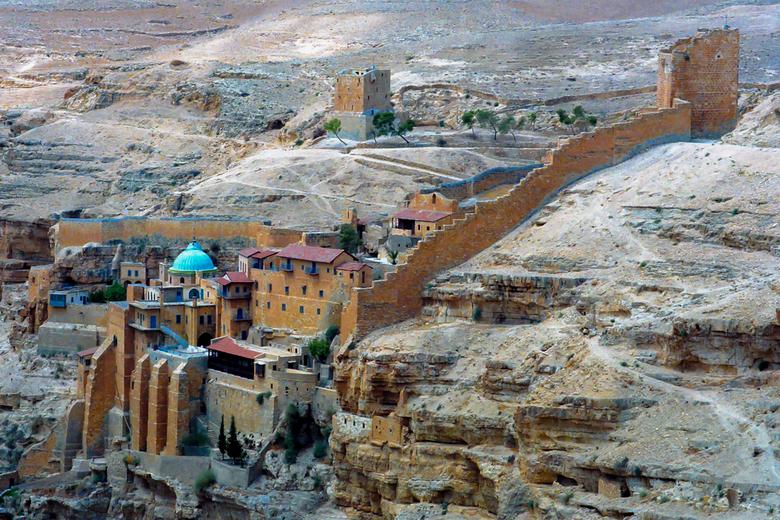 Klooster in woestijn Israel(Judea) - FOTO GEPLAATST VOOR PIEBE<br /> Minolta reflex camera met negatief film,20 jaar geleden.<br /> EVEN IN HET GROO
