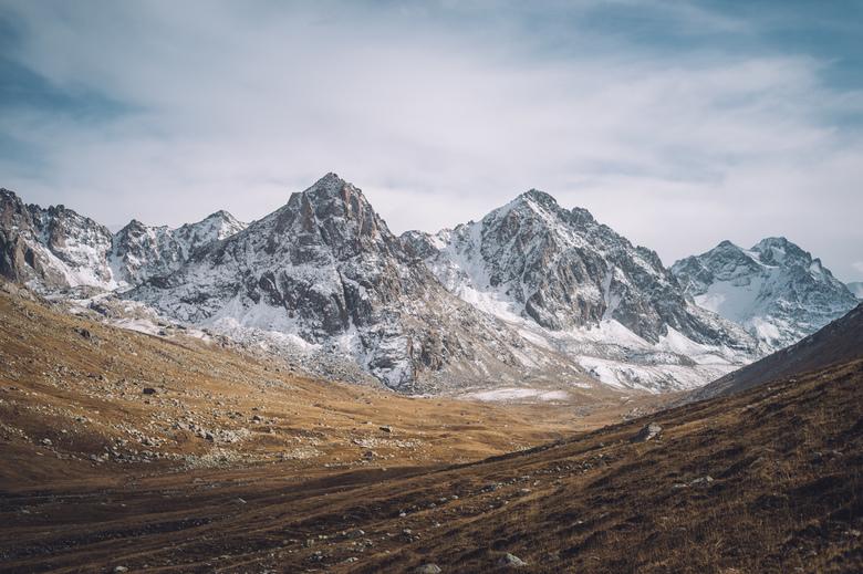Puur. - Simpel, puur en prachtig.<br /> De bergen van Tien Shan in Kyrgystan.<br /> <br /> Volg me gerust op:<br /> https://www.facebook.com/ShotB