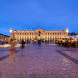 Een vergeten plein in Frankrijk