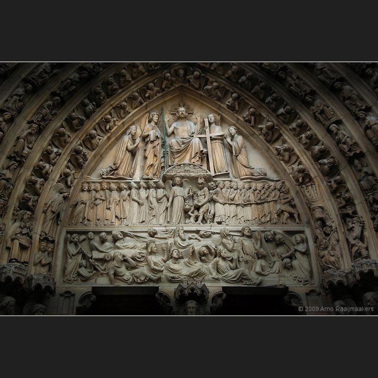 Parijs N Dame 01 - De Notre Dame mag natuurlijk niet vergeten worden als je in Parijs bent...<br /> <br /> Hier de entree. Ik plaatste een vergelijk