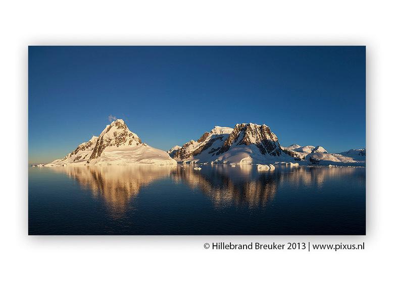 Lemaire Channel, Antarctica - Panorama opname bestaand uit 5 verticale foto's van het Lemaire Channel in Antarctica. Een van de mooiste plekken w
