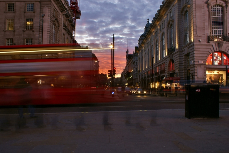 Sunset at london - Zonsondergang bij piccadilly circus lange exposure.
