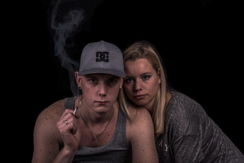 zelfportret - mezelf en me vriendin even keer op de foto zodat ik lekker bezig kan zijn met mijn fotootjes.<br /> wat vinden jullie ervan en wat kan