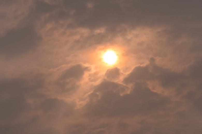 Red sun phenomenon