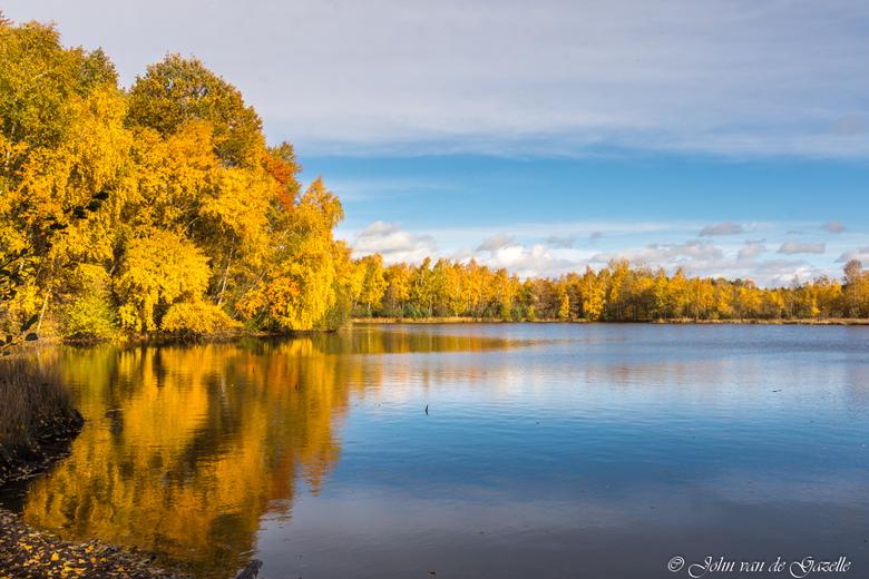 Tevenerheide herfstkleuren - Deze opname heb ik in de Tevenerheide gemaakt tijdens het goudenuurtje na zonsopkomst.<br /> <br /> Efix: ISO: 100, 19