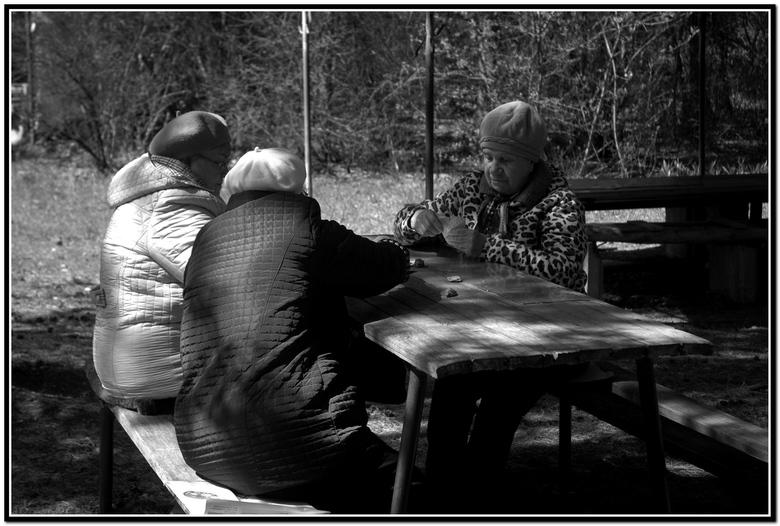 Kaartende vrouwen Tsjelniabinsk bos - Kaartende vrouwen bos Tsjelniabinsk. Je loopt vanaf stadrand direct bos in daar.