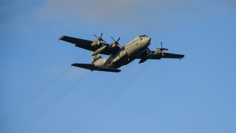Hercules transportvliegtuig - De Hercules is een middelzwaar transportvliegtuig. Het is met name bedoeld voor het vervoer van  militair personeel en m